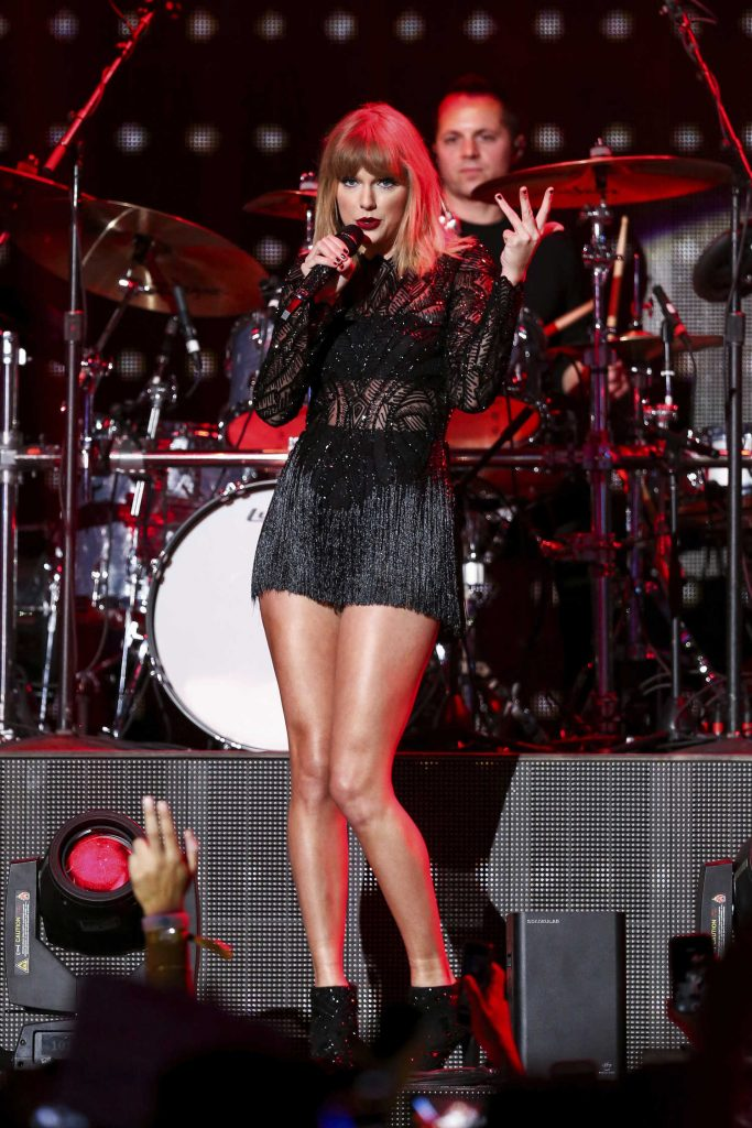 Taylor Swift at the 2017 DIRECTV NOW Super Saturday Night Concert in Houston-2
