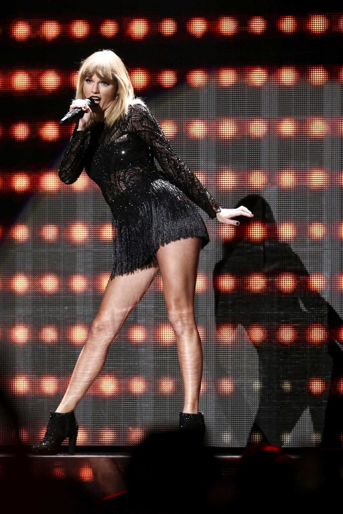 Taylor Swift at the 2017 DIRECTV NOW Super Saturday Night Concert in Houston-3