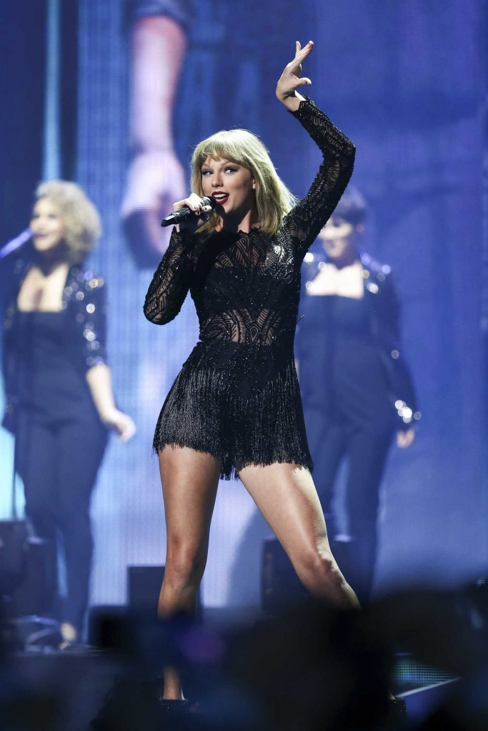 Taylor Swift at the 2017 DIRECTV NOW Super Saturday Night Concert in Houston-4