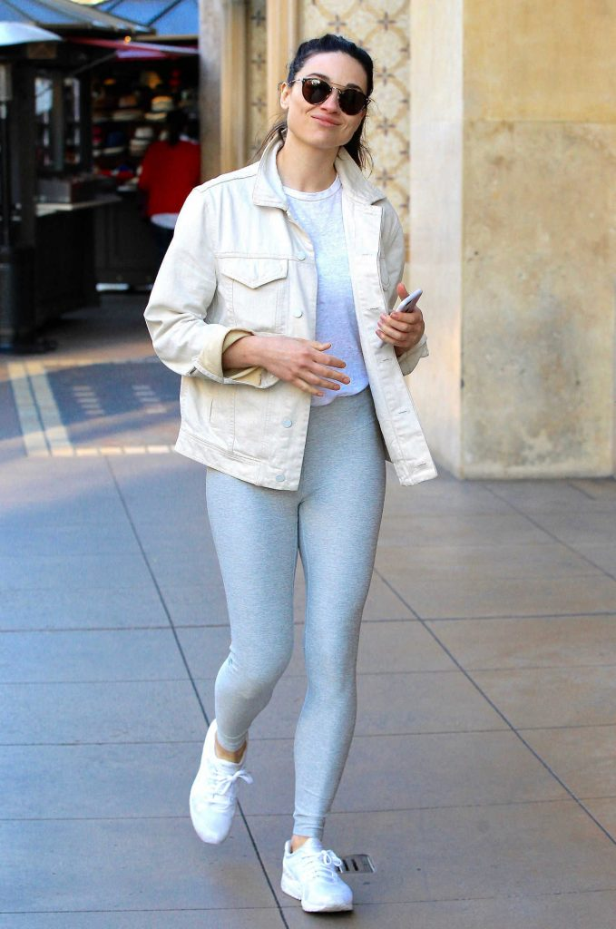 Crystal Reed Wears a Grey Yoga Pants Out in Beverly Hills-1