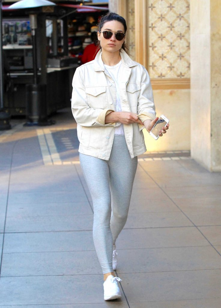 Crystal Reed Wears a Grey Yoga Pants Out in Beverly Hills-4