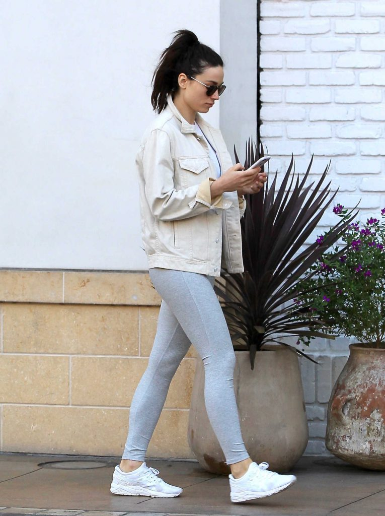 Crystal Reed Wears a Grey Yoga Pants Out in Beverly Hills-5