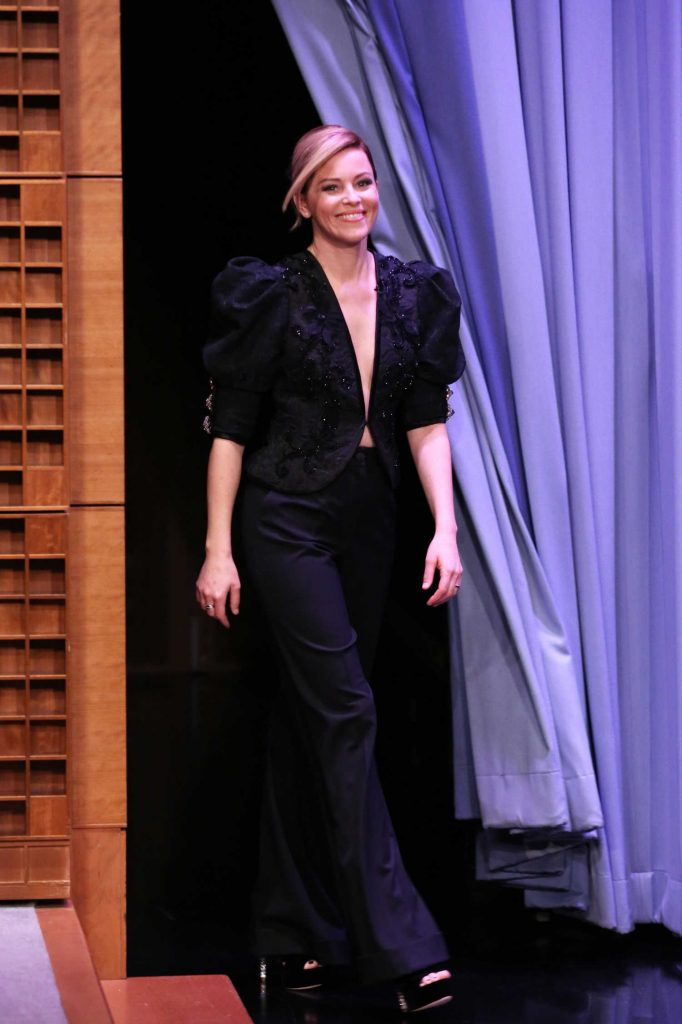 Elizabeth Banks at The Tonight Show Starring Jimmy Fallon-1