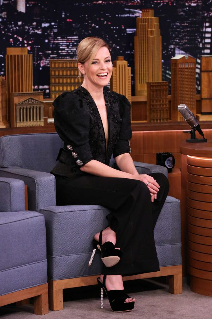 Elizabeth Banks at The Tonight Show Starring Jimmy Fallon-2