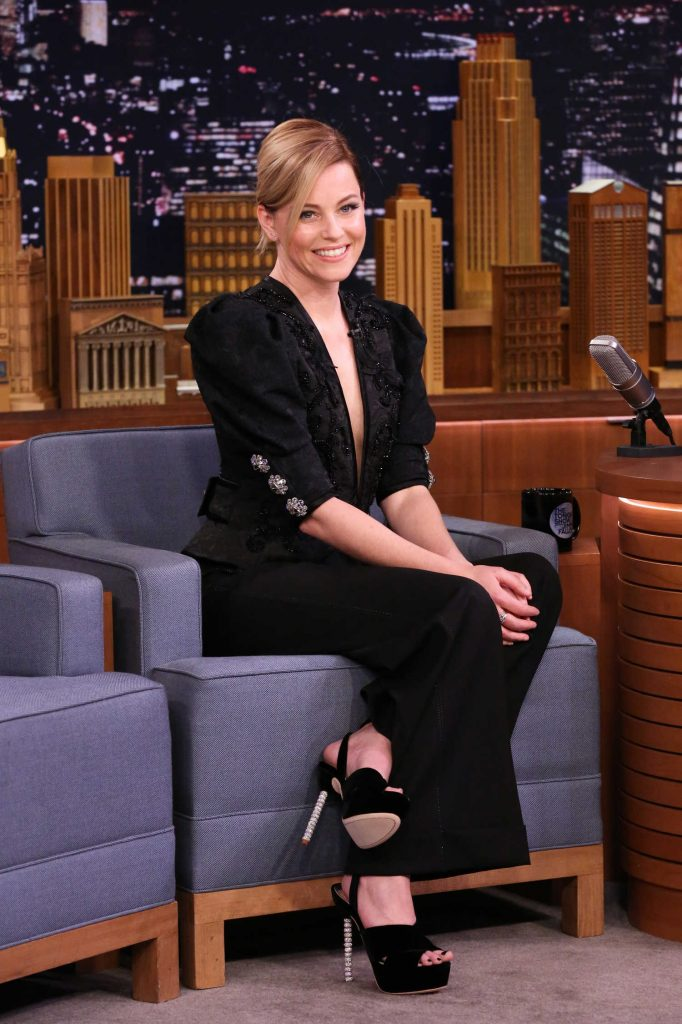 Elizabeth Banks at The Tonight Show Starring Jimmy Fallon-3