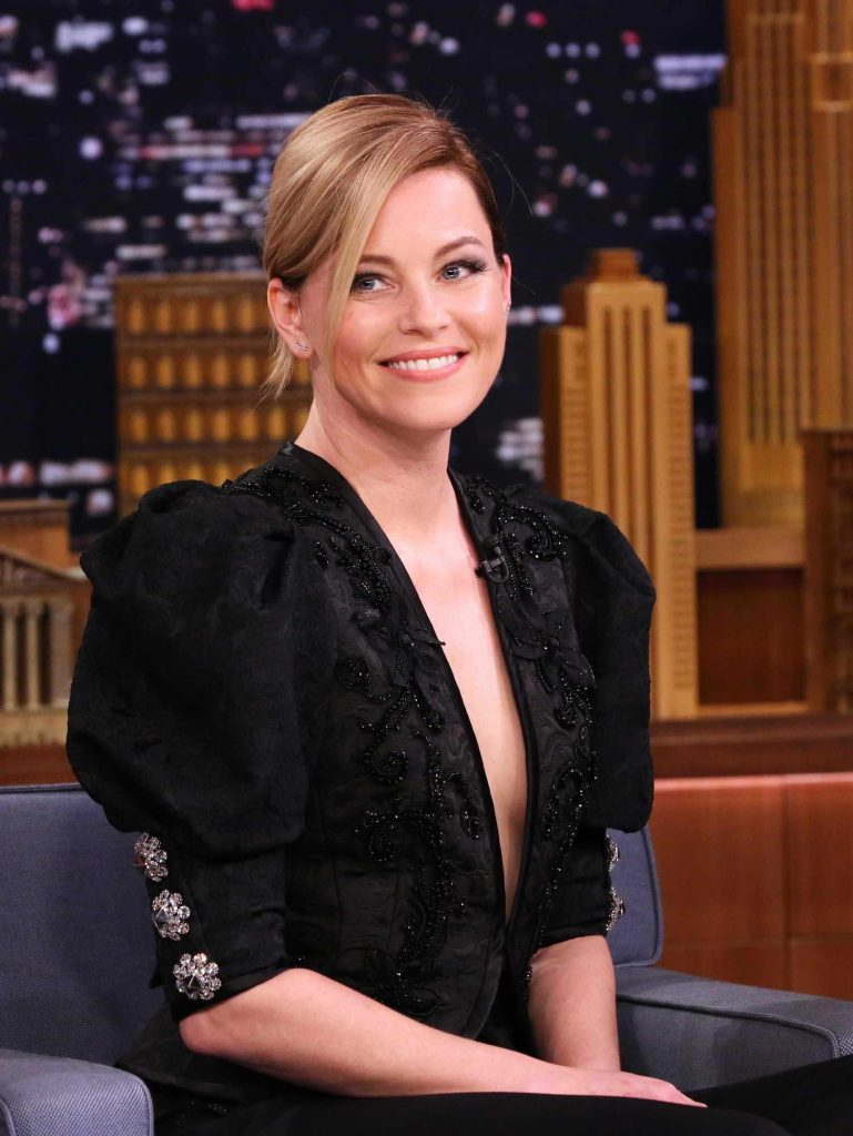 Elizabeth Banks at The Tonight Show Starring Jimmy Fallon-4