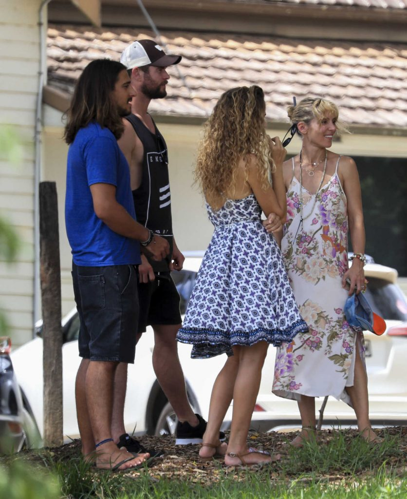 Elsa Pataky Was Seen Out in Byron Bay, Australia-5