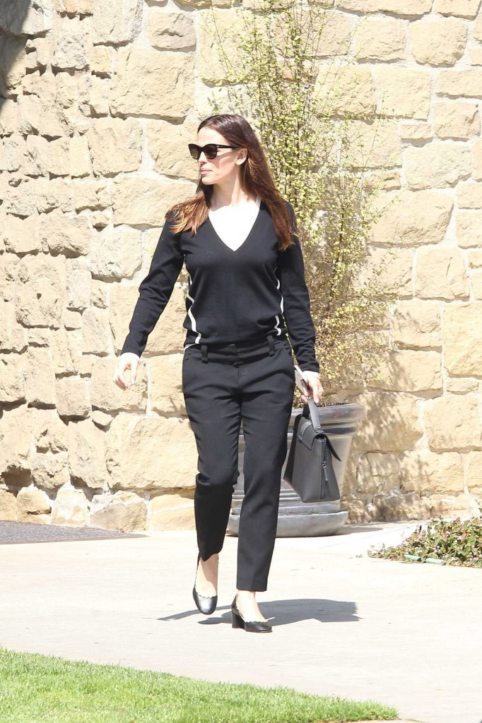 Jennifer Garner Was Seen Out in Pacific Palisades, Los Angeles-1