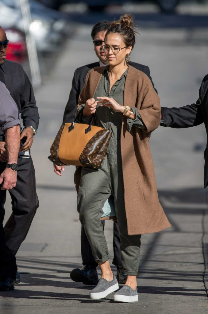 Jessica Alba Arrives at Jimmy Kimmel Live in Los Angeles-3