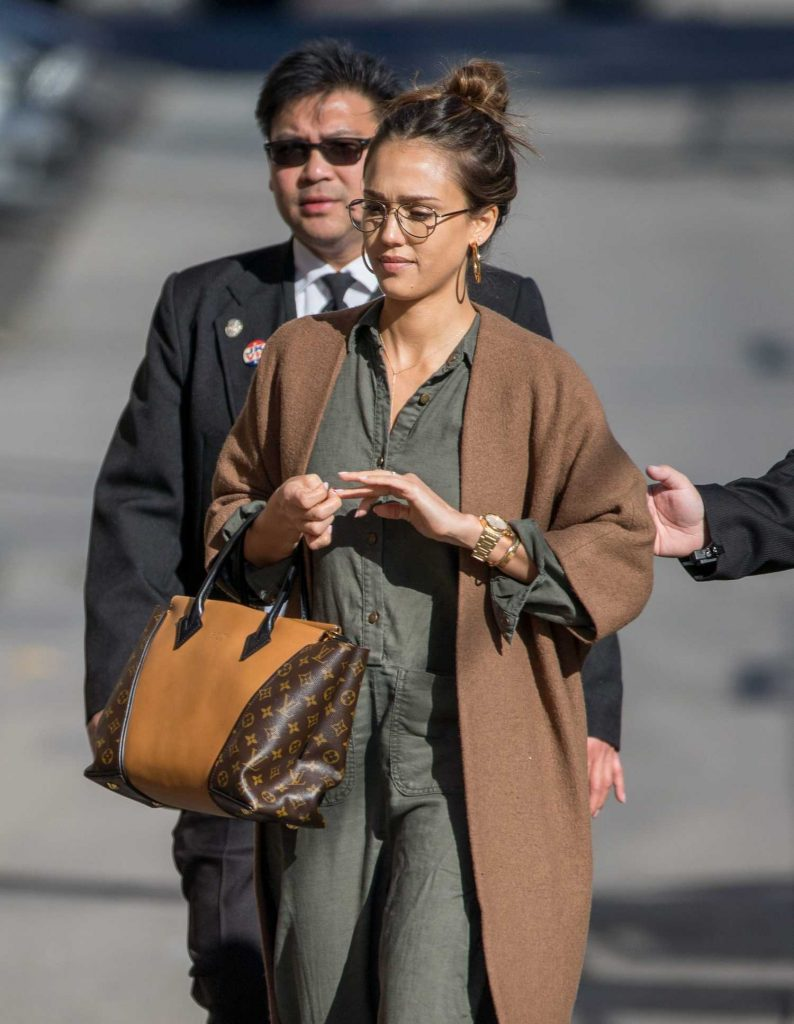 Jessica Alba Arrives at Jimmy Kimmel Live in Los Angeles-4