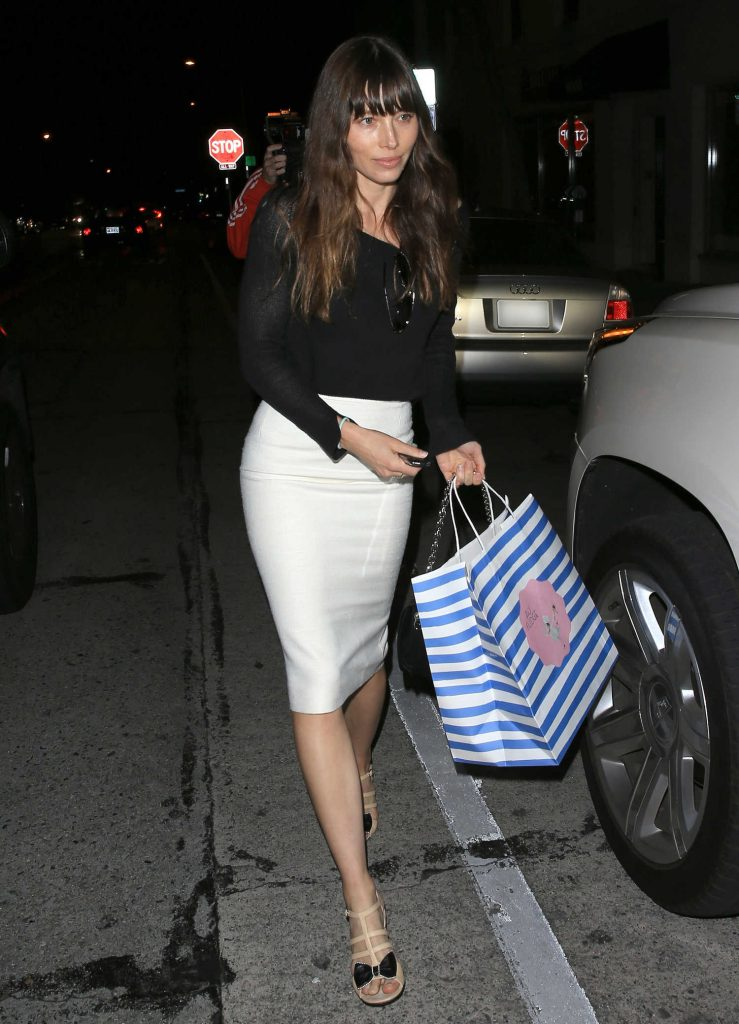 Jessica Biel Leaves Au Fudge in West Hollywood-3