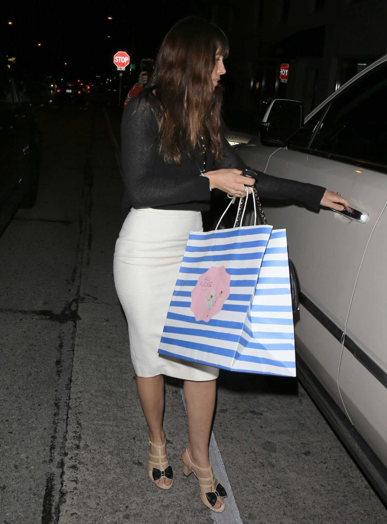 Jessica Biel Leaves Au Fudge in West Hollywood-4