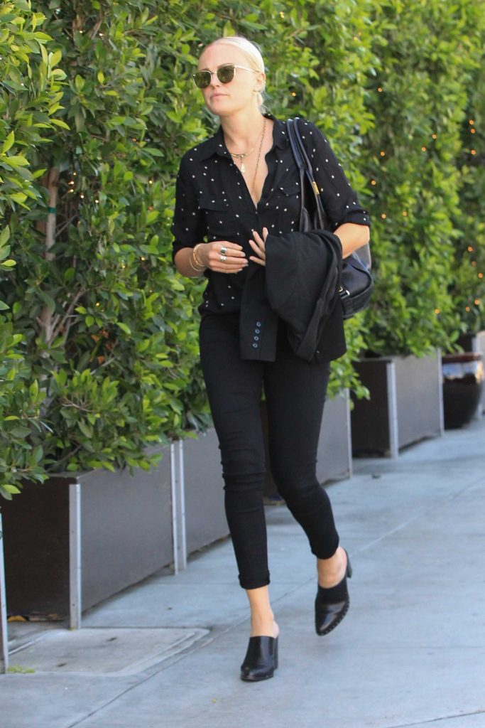 Malin Akerman Goes Shopping in Beverly Hills-3