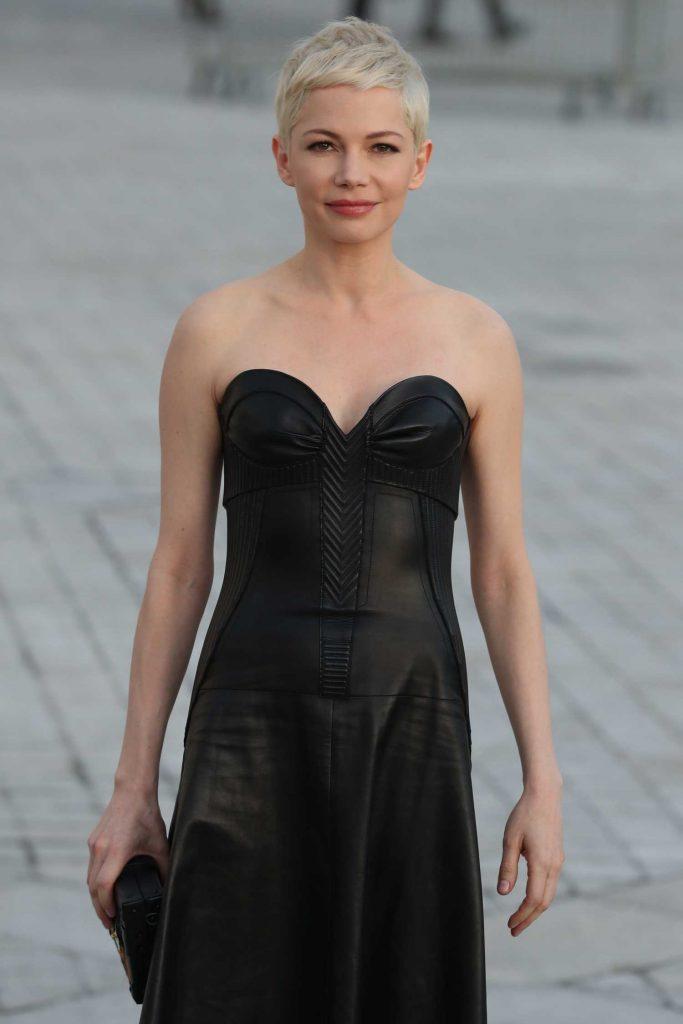 Michelle Williams at the Louis Vuitton Show During the Paris Fashion Week-4