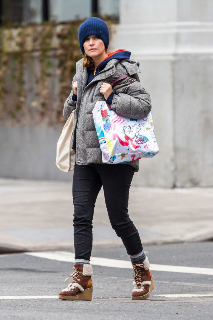 Rose Byrne Runs to Whole Foods in New York-1