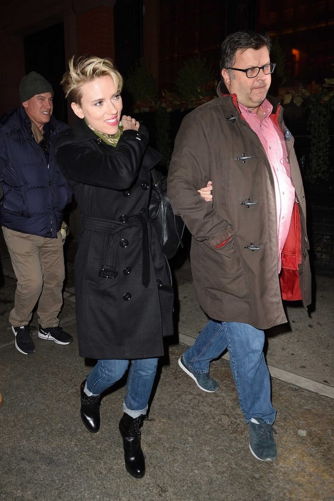 Scarlett Johansson Arrives at the SNL Party in NYC-4