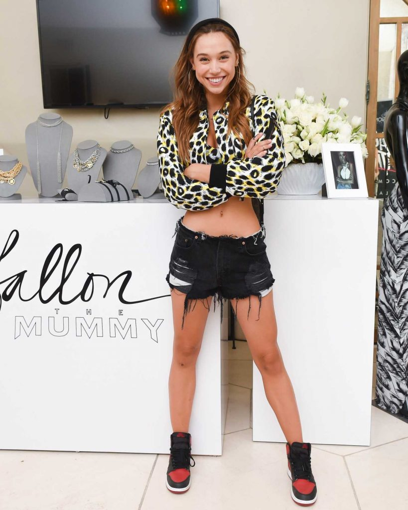 Alexis Ren Attends the REVOLVE Desert House During the Coachella Valley Music and Arts Festival in Palm Springs-2
