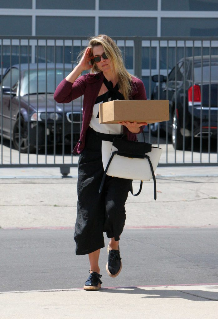 Ali Larter Shops at Heath Ceramics in Beverly Hills-1