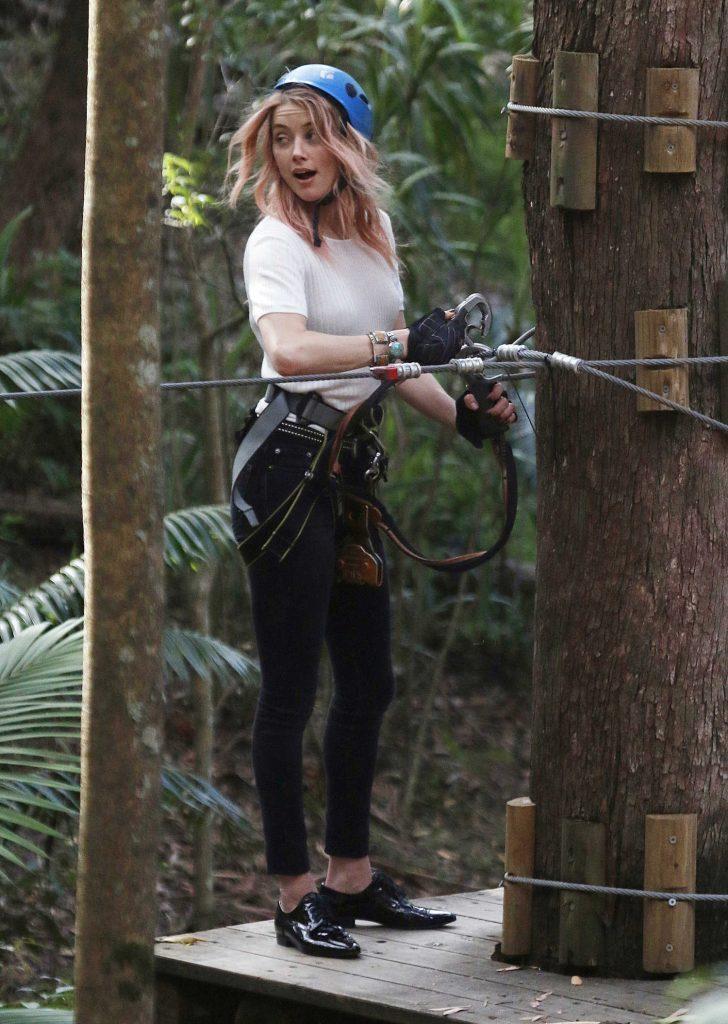 Amber Heard at the Currumbin Wildlife Sanctuary in Currumbin, Australia-1