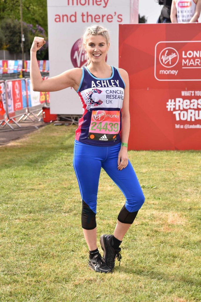 Ashley James Was Seen at the London Marathon-2