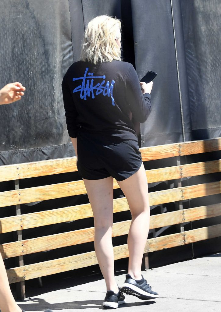 Chloe Moretz Arrives at Aroma Cafe in LA-5
