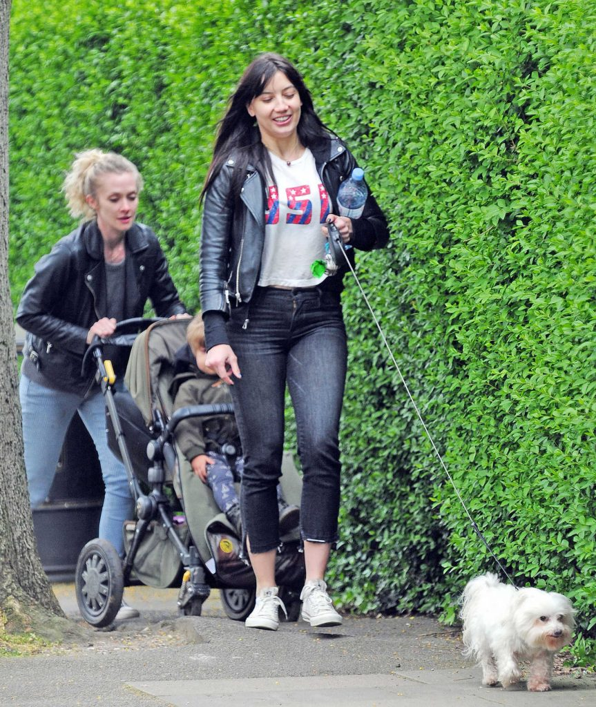 Daisy Lowe Walks Her Dog Out in London-2