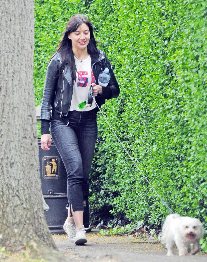 Daisy Lowe Walks Her Dog Out in London-3