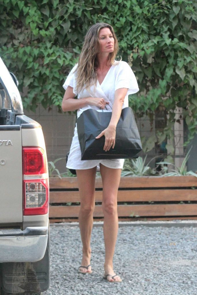 Gisele Bundchen Was Seen Out in Santa Teresa-1