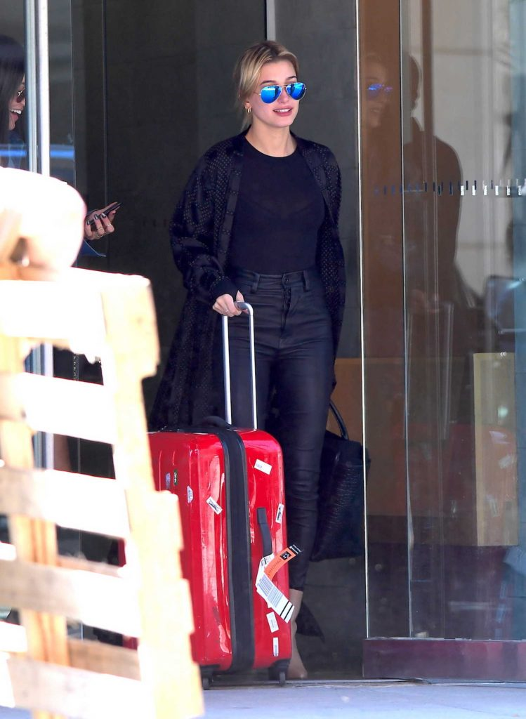 Hailey Baldwin Goes to an Early Morning Flight in NYC-1