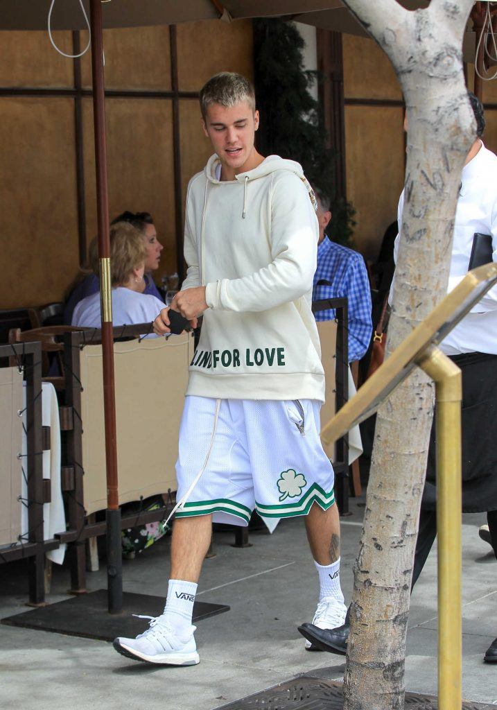 Justin Bieber Was Seen Out in Beverly Hills-1