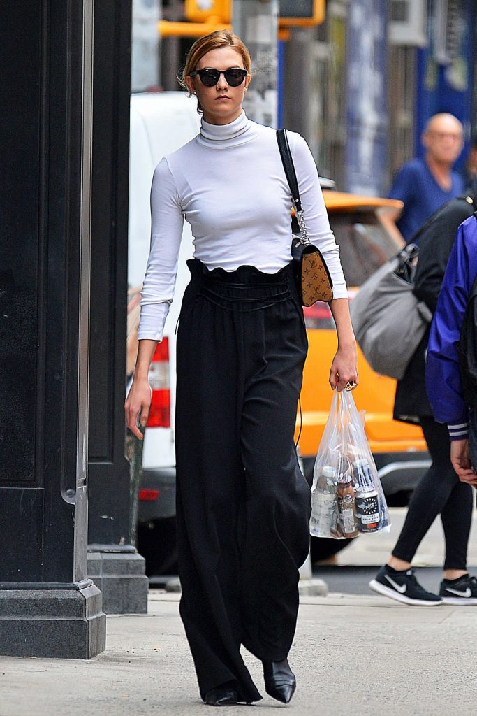 Karlie Kloss Goes Shopping Out in NYC-1