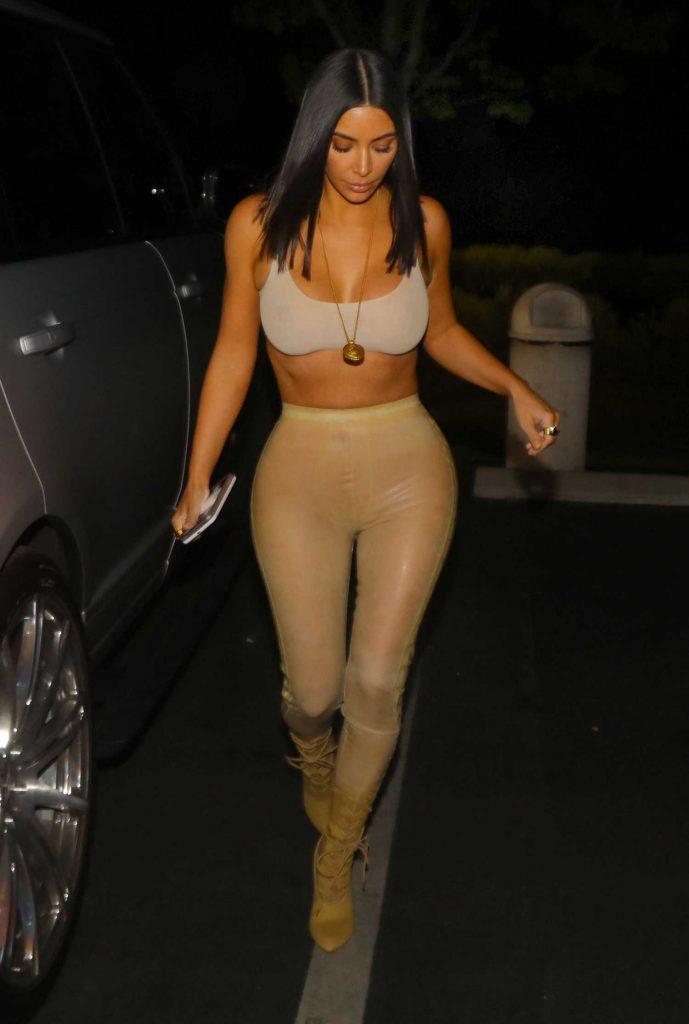 Kim Kardashian Arrives at La Scala Restaurant in Los Angeles-2