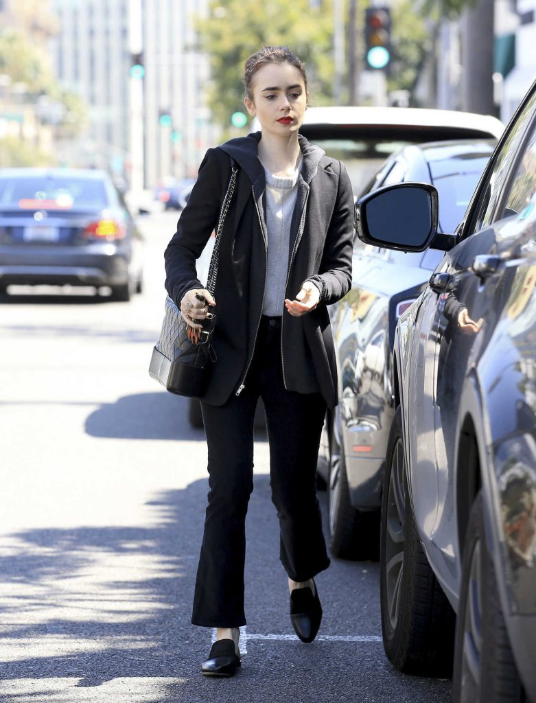 Lily Collins Was Spotted Out in Beverly Hills-3