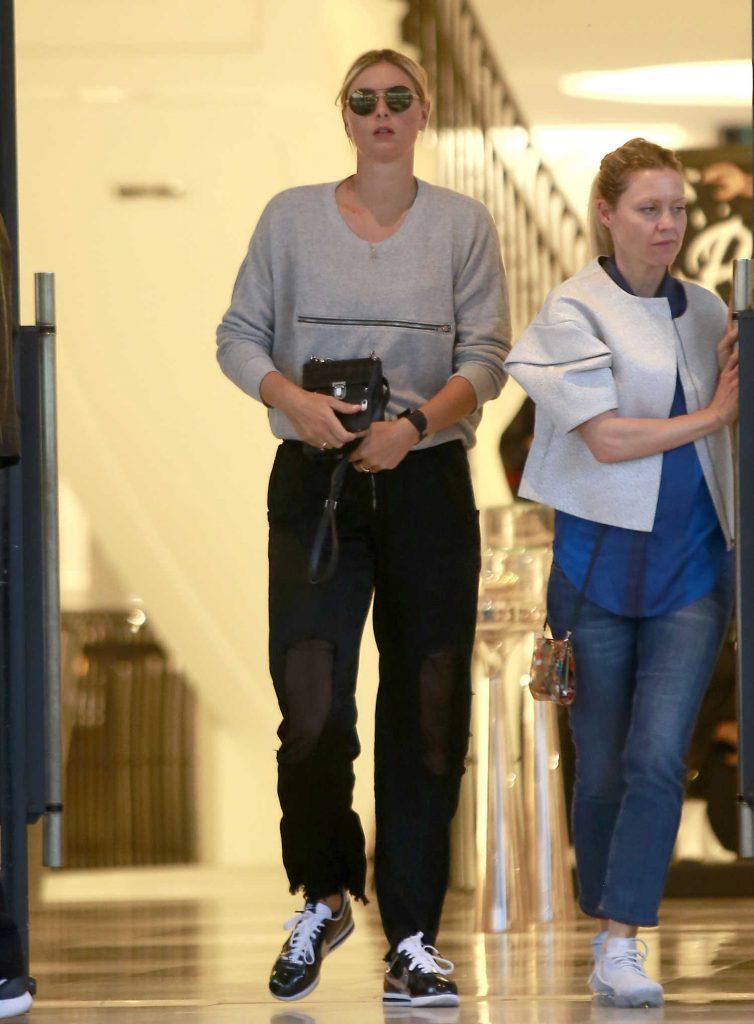 Maria Sharapova Goes Shopping at Barneys New York in Beverly Hills-1