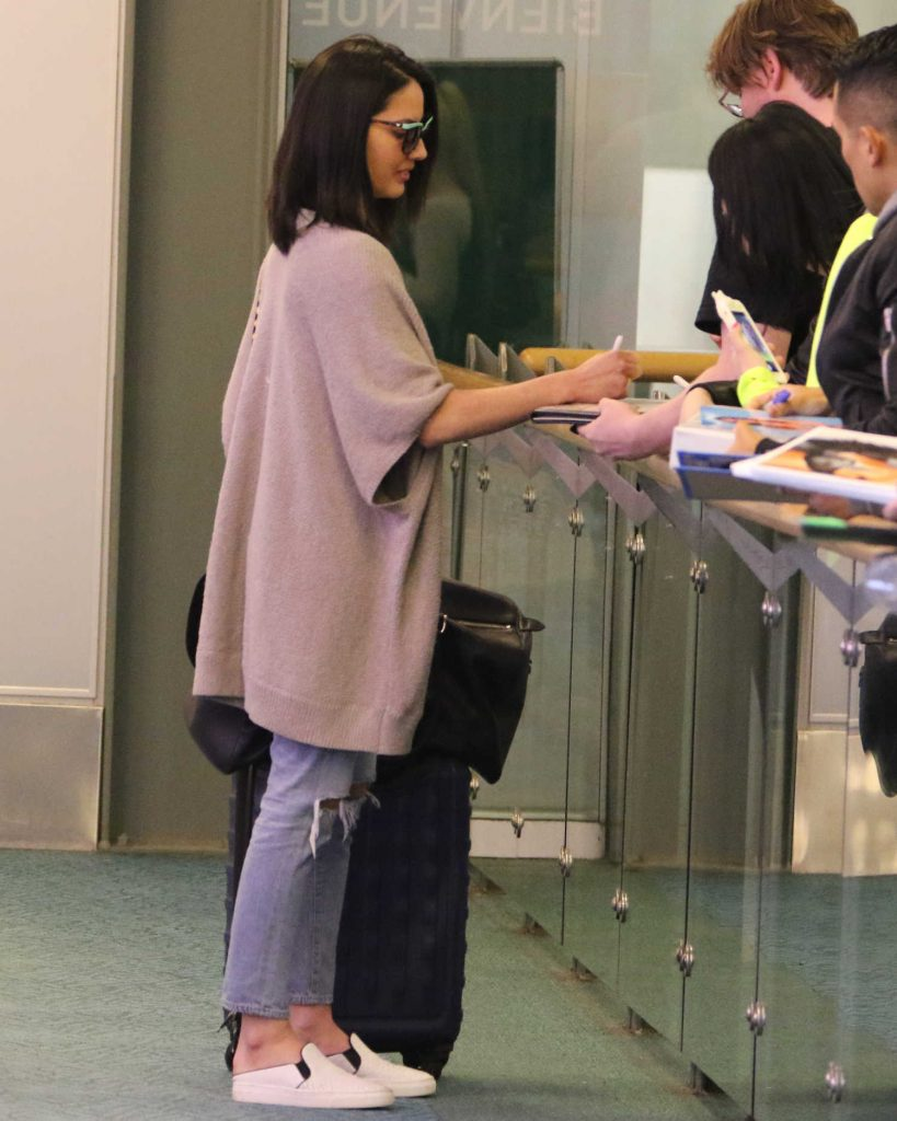 Olivia Munn Touches Down in Vancouver-4
