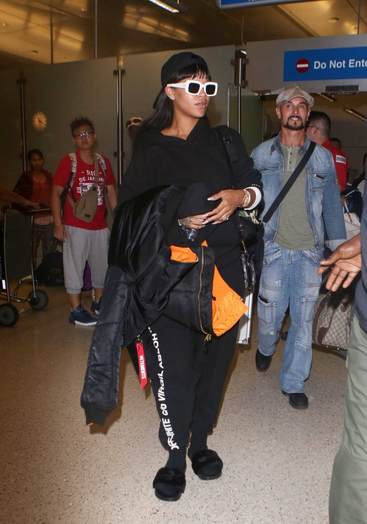 Rihanna Leaves LAX Airport in Los Angeles-1