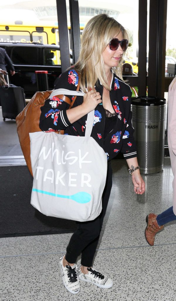 Sarah Michelle Gellar Was Seen at LAX Airport in LA-2