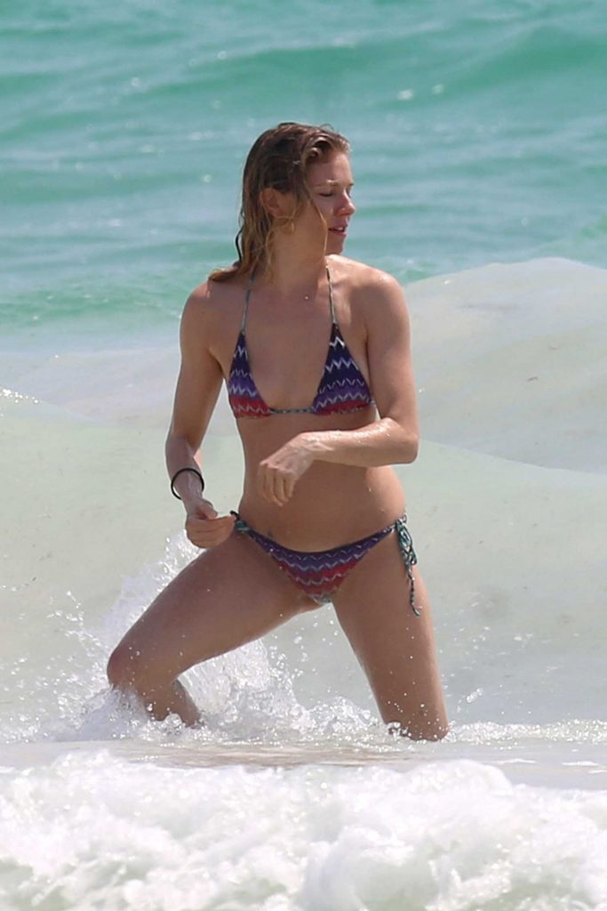 Sienna Miller in Bikini at the Beach in Cancun-1