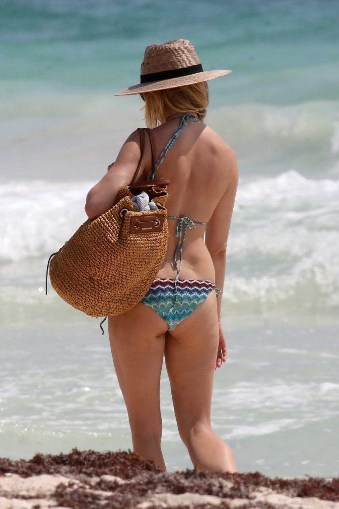 Sienna Miller in Bikini at the Beach in Cancun-5