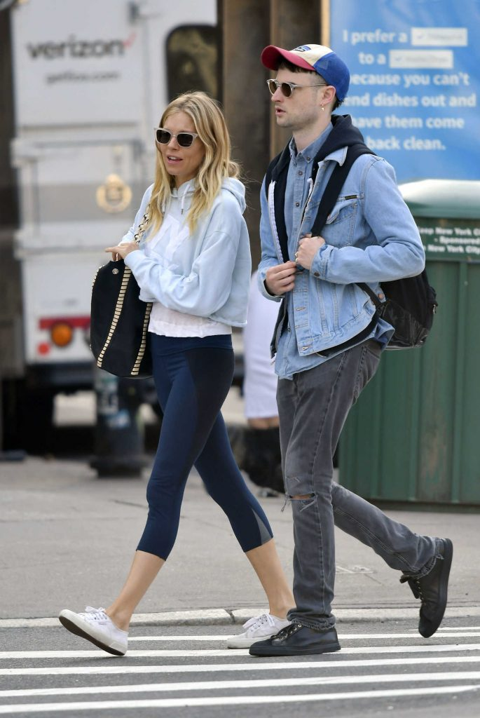 Sienna Miller Was Seen With Her Ex-Fiance Tom Sturridge Out in New York City-2
