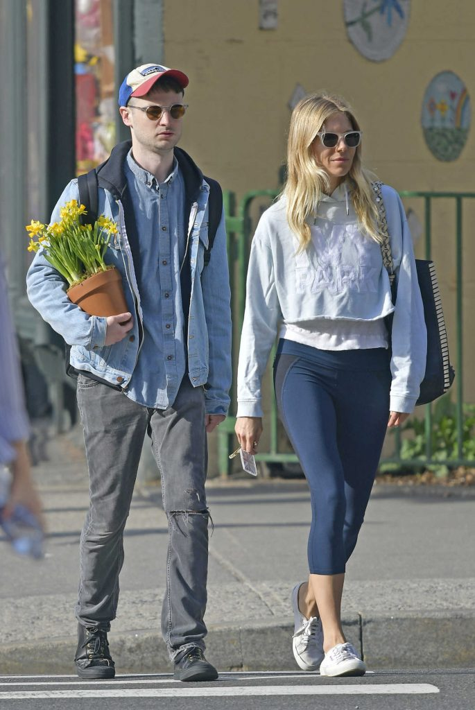 Sienna Miller Was Seen With Her Ex-Fiance Tom Sturridge Out in New York City-5