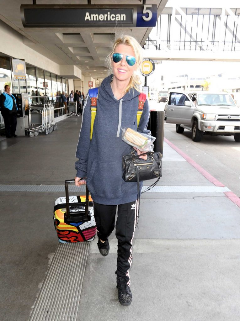Tara Reid at LAX Airport in Los Angeles-1