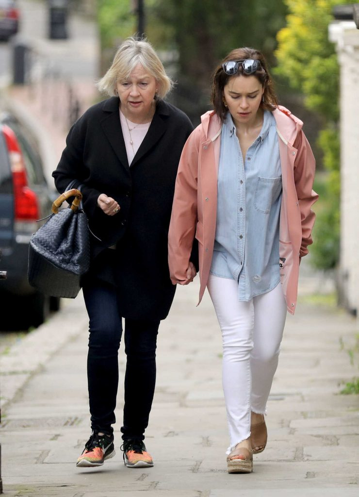 Emilia Clarke Was Spotted With Her Mother Jennifer Clarke in London-2