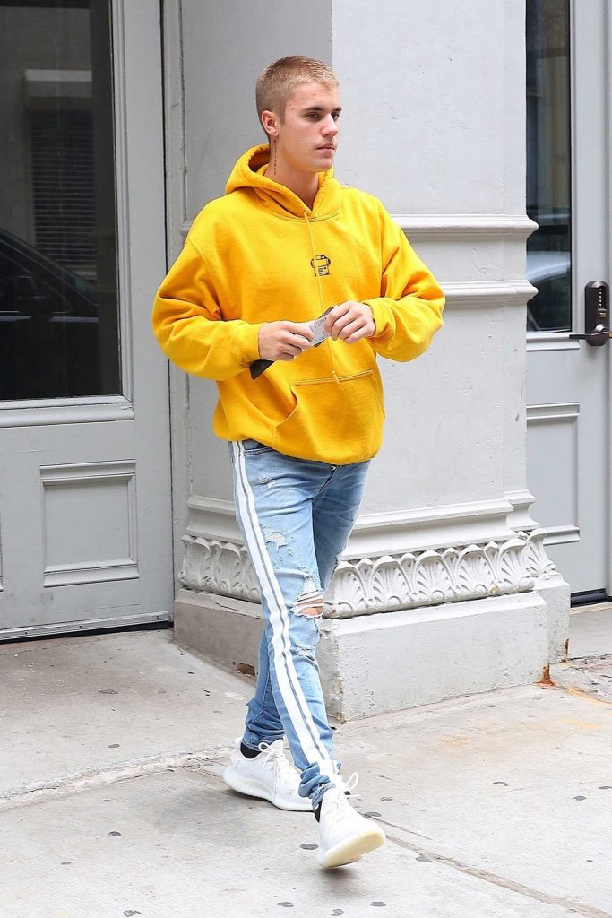 Justin Bieber Leaves His NYC Hotel-1
