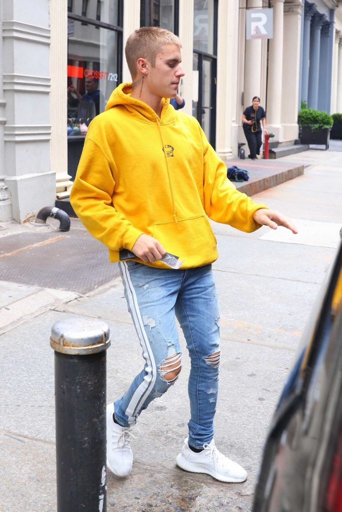 Justin Bieber Leaves His NYC Hotel-5