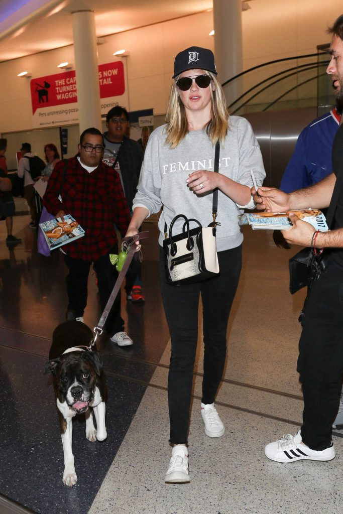 Kate Upton at the LAX Airport in Los Angeles-2