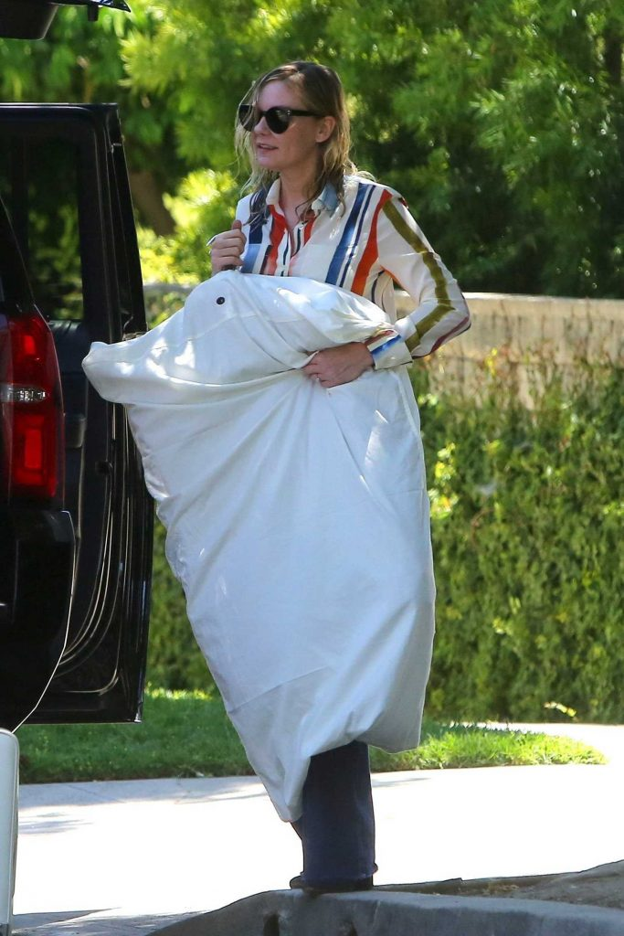 Kirsten Dunst Leaves Her Home in Los Angeles-3