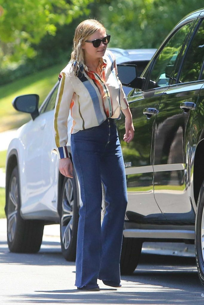 Kirsten Dunst Leaves Her Home in Los Angeles-4