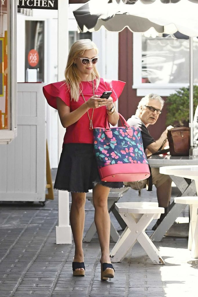Reese Witherspoon Wears a Pink Blouse Out in Los Angeles-2