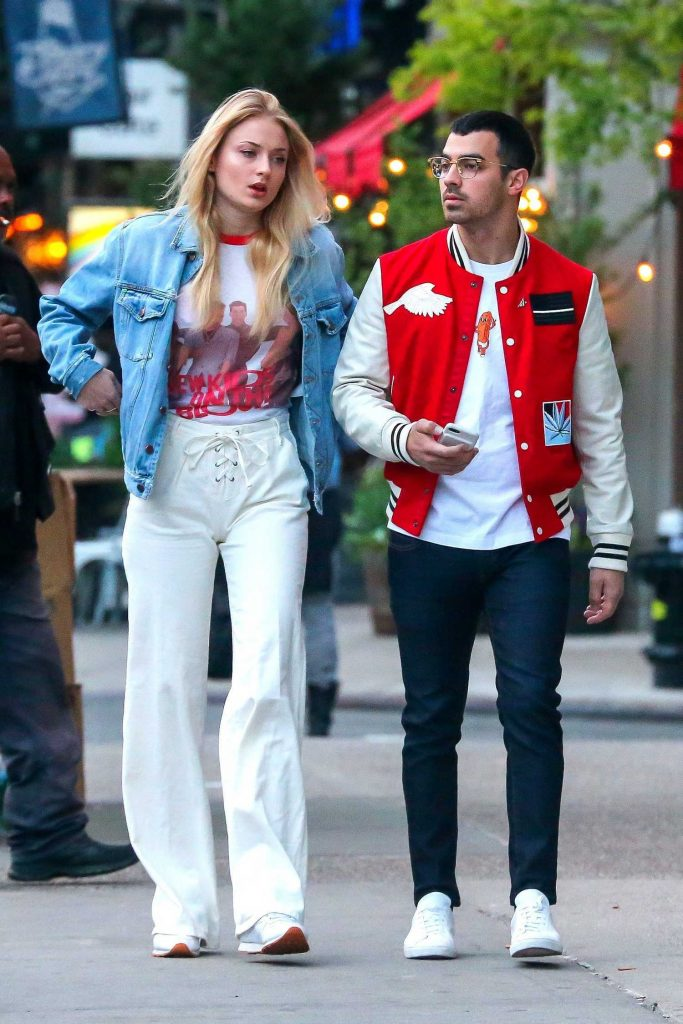 Sophie Turner Was Spotted With Joe Jonas in Downtown Manhatan-2